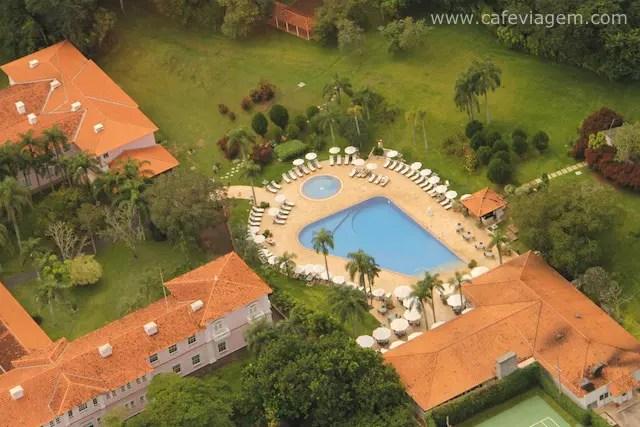 O hotel visto do voo de helicóptero