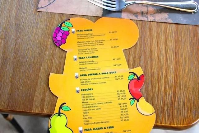 menu kids para as crianças no restaurante do hotel