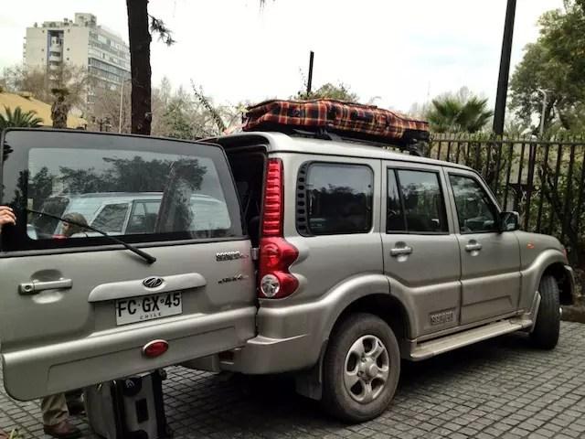 O carro da Exploring Chile que fez o nosso transporte do aeroporto-hotel. E Santiago para o Valle Nevado.