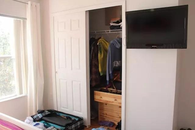 armário e TV em todos os quartos