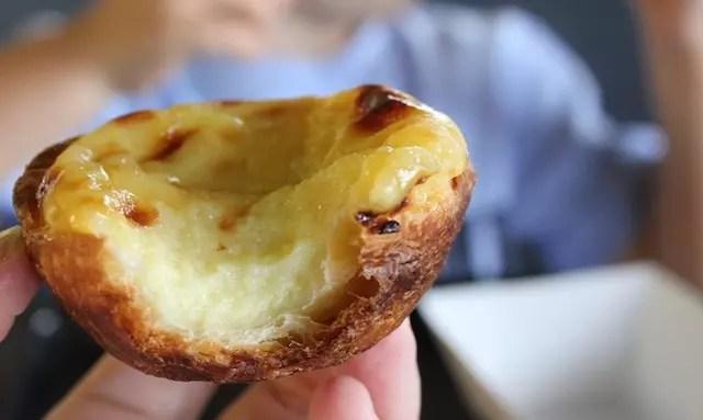 Tem até pastel de Belém na padaria Pão Gostoso