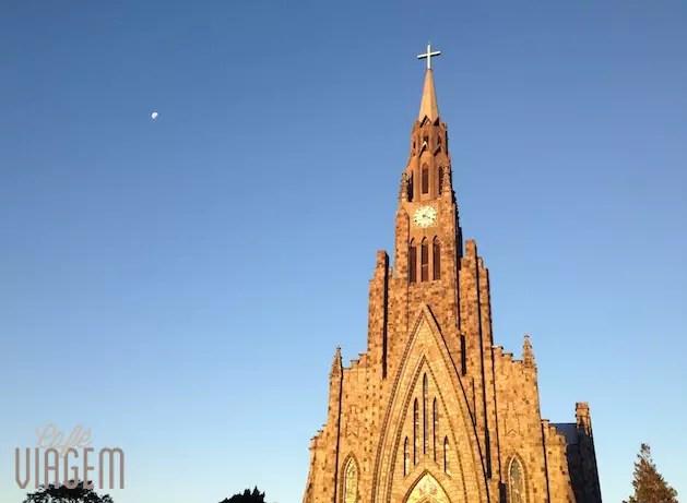 Fim de tarde, Catedral brilhando com o sol e a lua de fundo!!