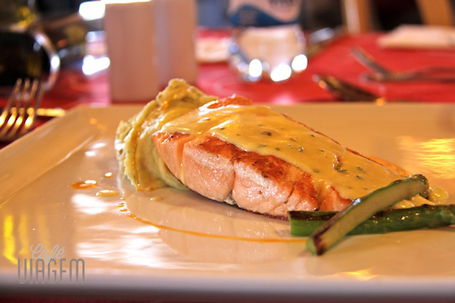 salmão grelhado com purê maravilhoso do Don Giovanni - bem leve para o almoço