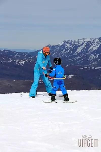 A aula de snowboard no primeiro dia: só de bambolê!