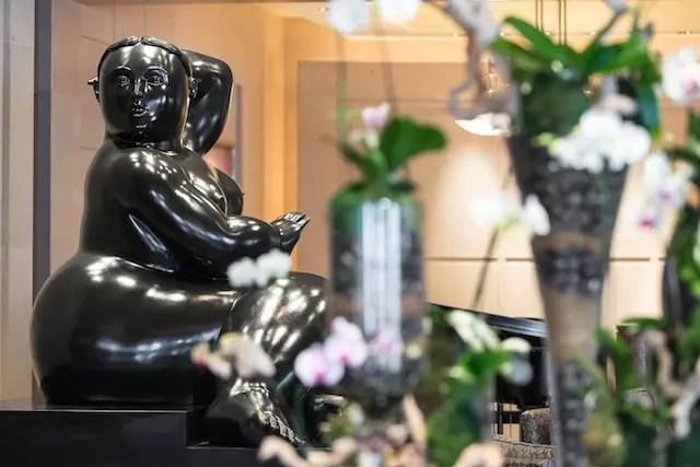 As esculturas de Bottero que decoram de forma brilhante o lobby do hotel. Foto: divulgação/site Four Seasons