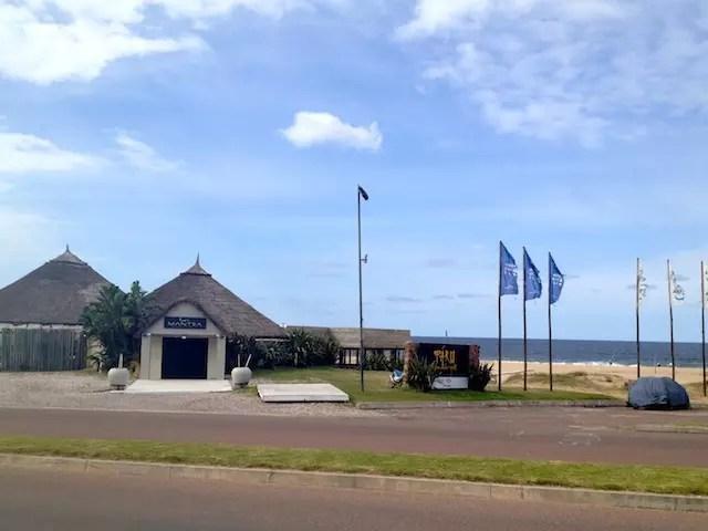 O clube de praia do Mantra (Parador) que só abre na alta temporada