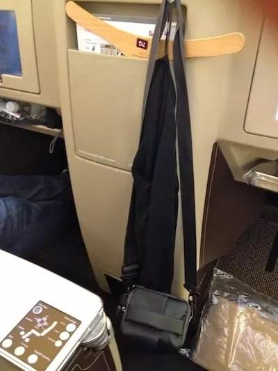 espaço para pendurar casacos e bolsas