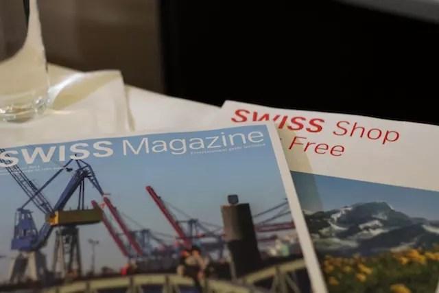 revista de da SWSS e a de compras de Free Shop a bordo.