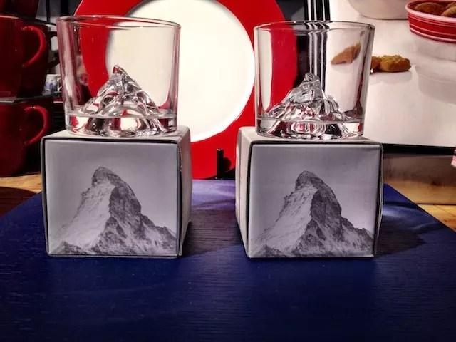 copos com Alpes suíços, um souvenir que encontrei na Globus - setor casa/decoração