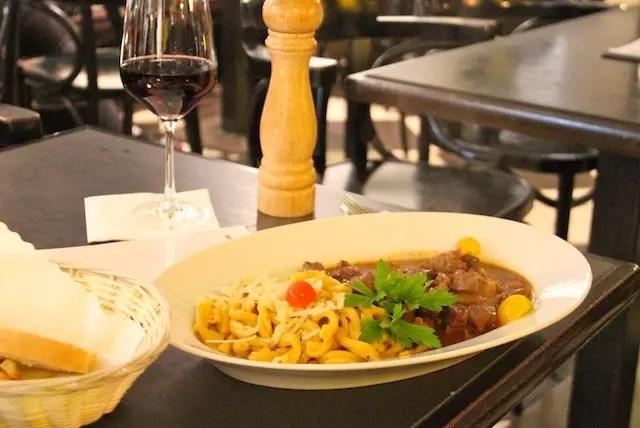 jantar no Cafe do hotel na primeira noite: gostinho de comida caseira, feita em casa! Delícia.