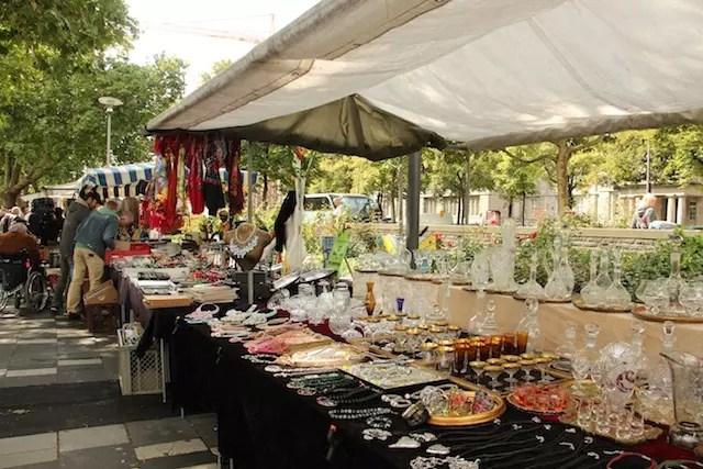 A feira de sábado é uma boa oportunidade para quem quer passear e compras antiguidades