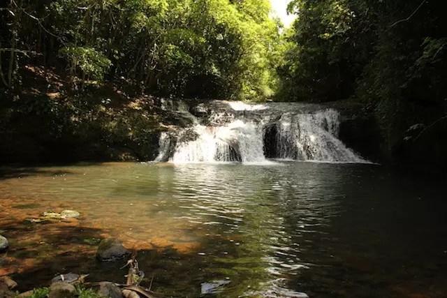 uma das cascatas onde é possível se refrescar no verão