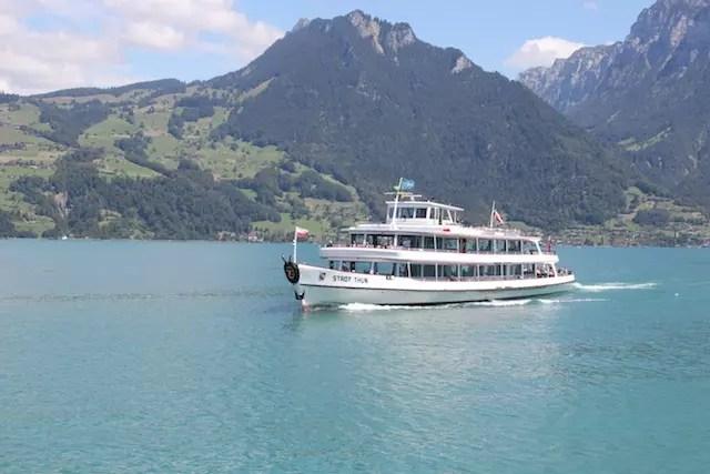 Um dos barcos que passeia pelo Lago de Thun