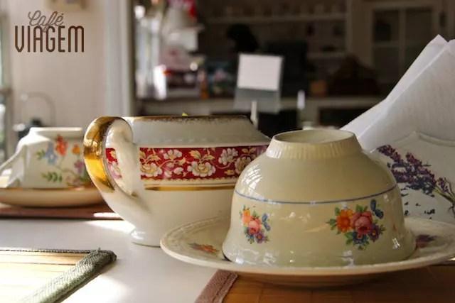 Eu poderia passar a tarde namorando essas xícaras!