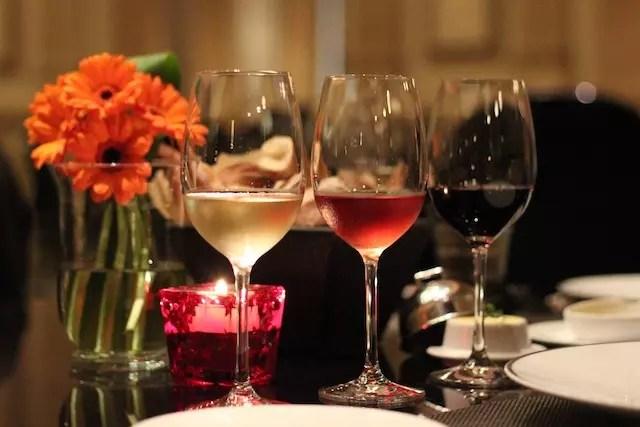 a sugestão do sommelier para cada prato, iniciando com o vinho branco para o couvert! Fantástico