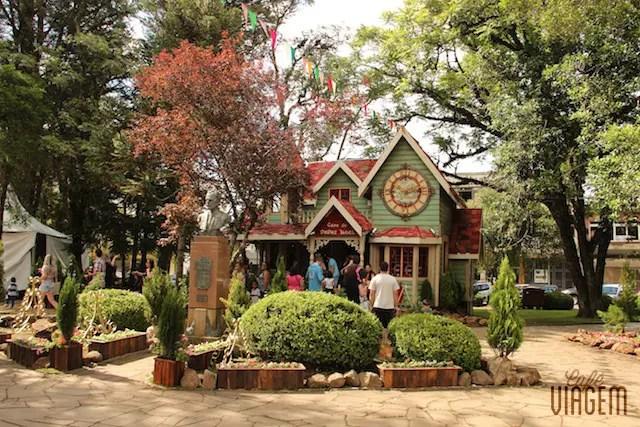 A Casa do Papai Noel na praça central de Canela