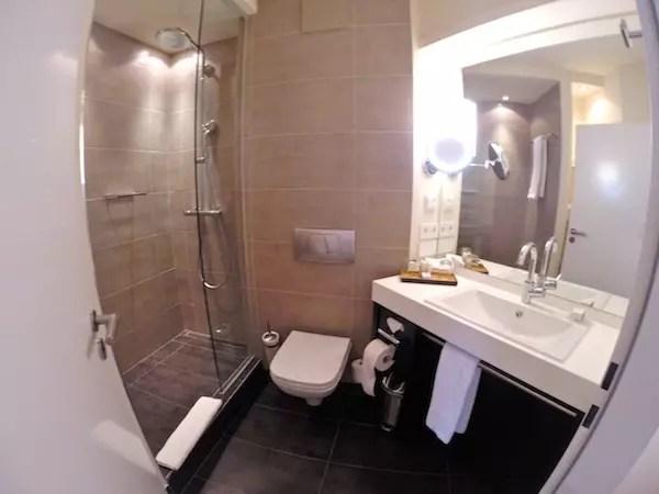 Banheiro com produtos Aveda, yes!