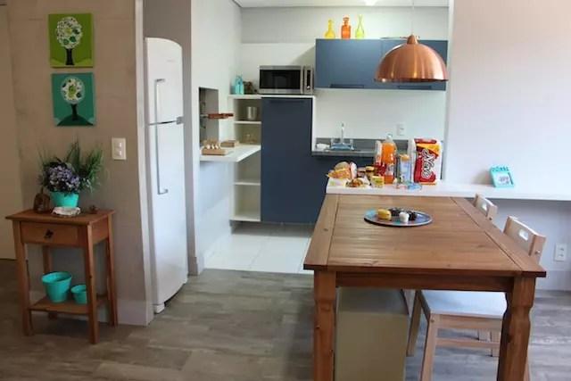 O apartamento que visitei tinha 2 dorm, churrasqueira na cozinha e uma excelente estrutura no prédio.