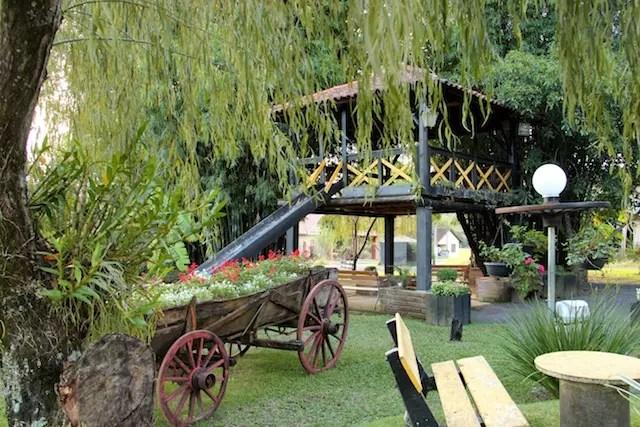 O jardim do restaurante em Presidente Lucena