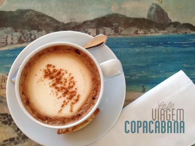 Cappuccino no Pérgola, restaurante aberto ao público na piscina do Copacabana Palace
