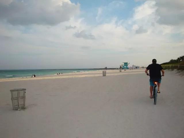 pra quem aluga uma bike de praia, dá pra ir pela areia