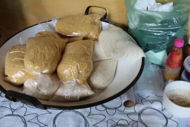 Este é o ponto para comprar farinha da Comunidade de Tapuio que se sustenta com a produção