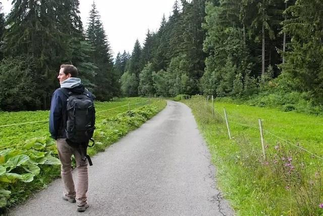 voltando para o vilarejo caminhando...