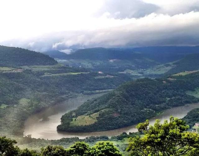 A Ferradura, visual famoso do Rio das Antas visto na estrada que leva ao Capitano Brutus na Tenda do Teco