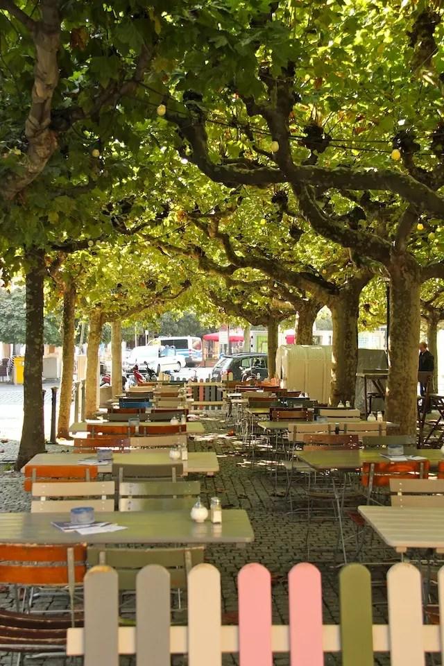 As gostosas mesas ao ar livre