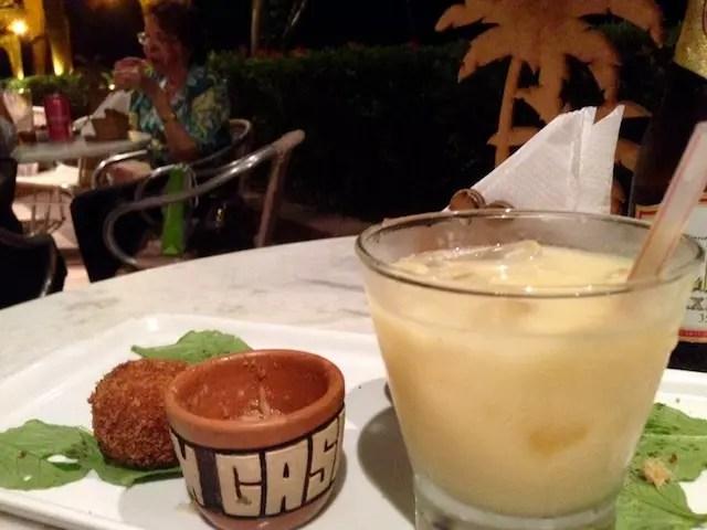 Caipirinha de Cupuaçu - não curti muito, prefiro a tradicional de limão