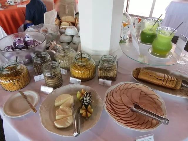 A mesa de quem pega leve no café da manhã