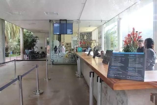 recepção e bilheteria, chegando em Inhotim no horário de abertura: 9h30