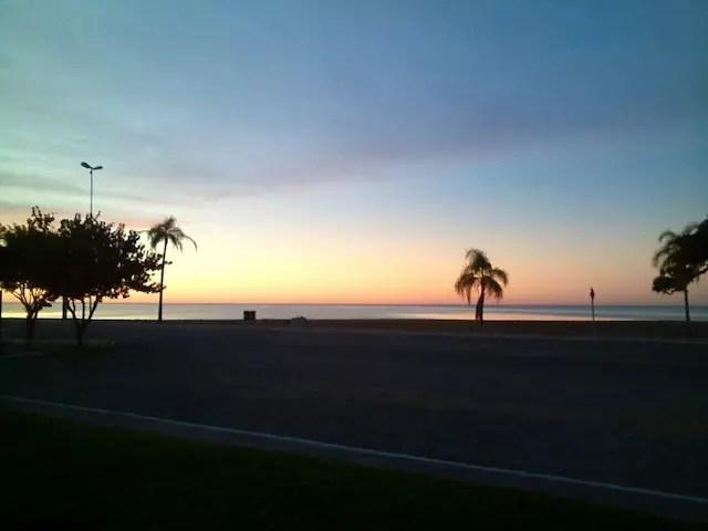 Vou ficar devendo a foto da praia no verão, essa do amanhecer foi uma cortesia da recepcionista do hotel já que só pegamos chuva intensa por lá