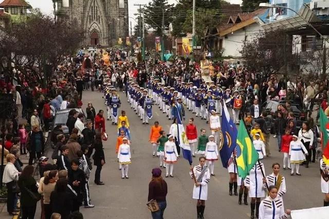 Desfile de Bonecos e Bonequeiros - foto divulgação