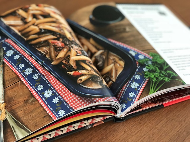 livro de receitas do Empório Canela
