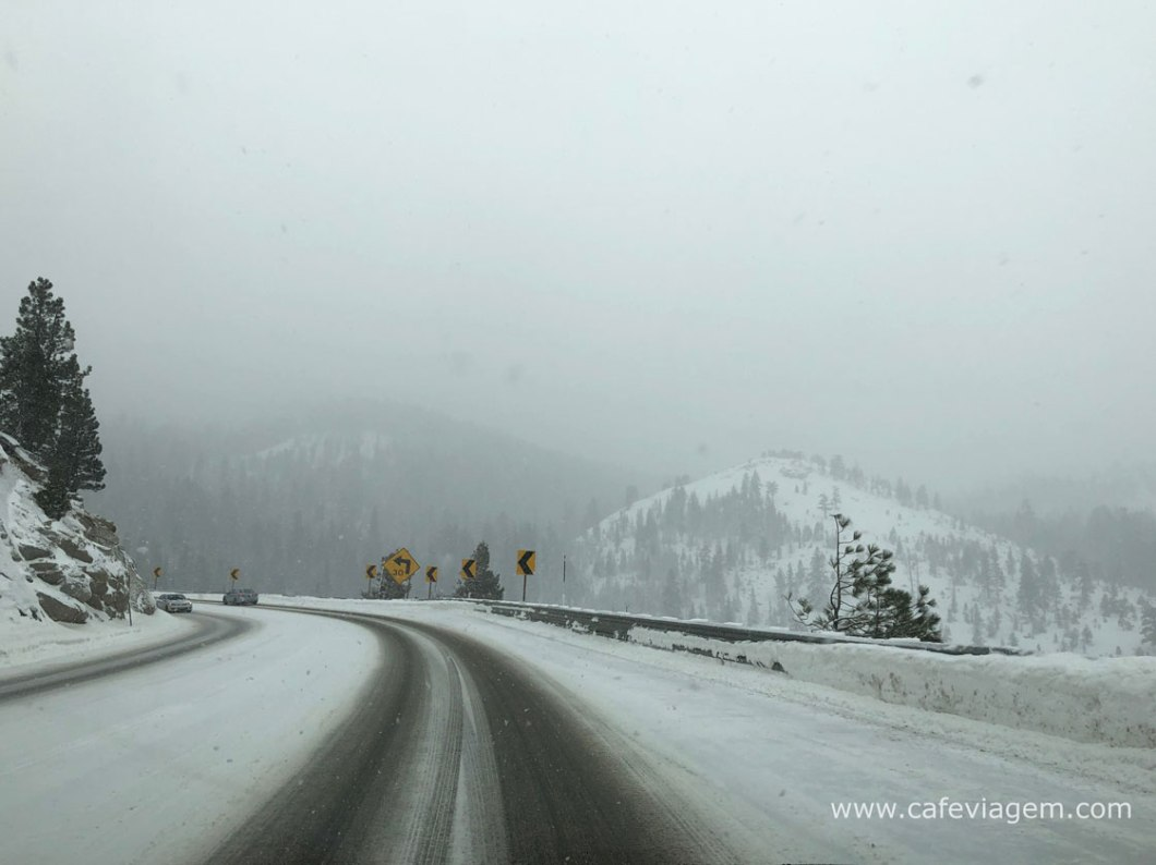 aluguel de carro para dirigir na neve