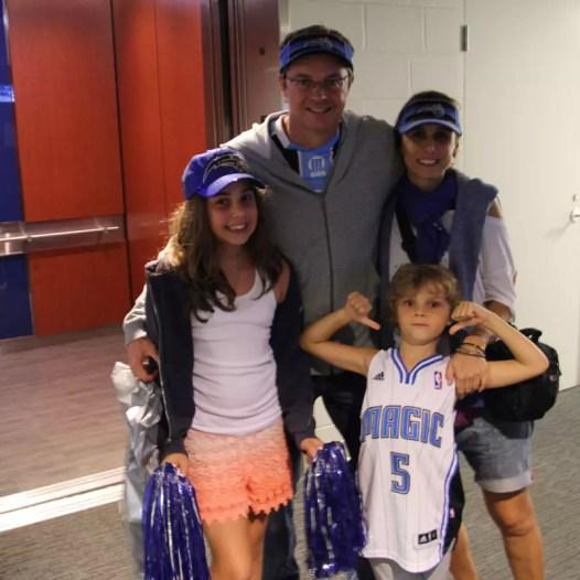 Família unida pra ver o jogo do Orlando Magic