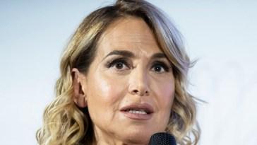 """""""Ecco perché è stata sostituita"""". Barbara D'Urso, la versione di Pier Silvio Berlusconi non convince. Dietro c'è ben altro"""