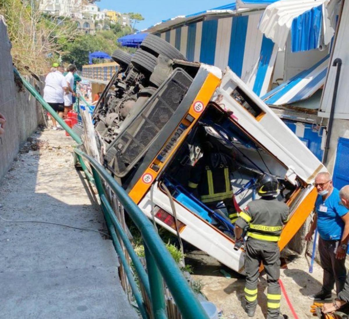 Incidente-bus-Capri-moglie autista-perso bambino