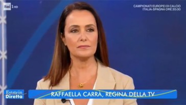 """""""Che tristezza"""". Morte Raffaella Carrà, il duro sfogo di Roberta Capua in diretta"""