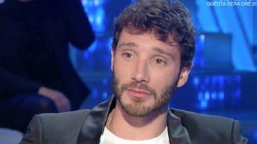 """""""Non ci sarà"""". Stefano De Martino, la brutta notizia per i fan. Già se ne parla, e parecchio"""