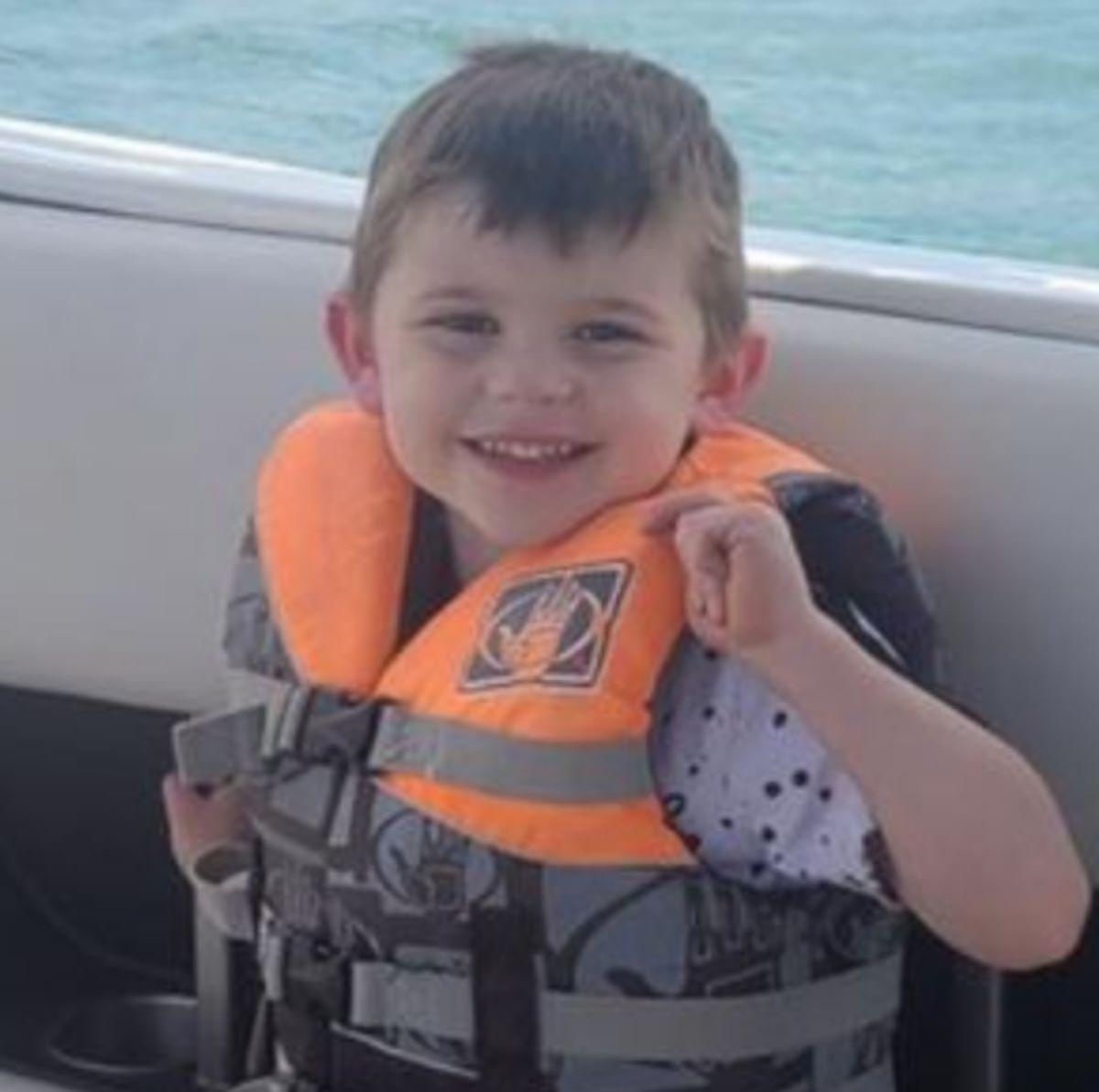 Kache Wallis 4 anni Morto Scatola Giocattoli Utah
