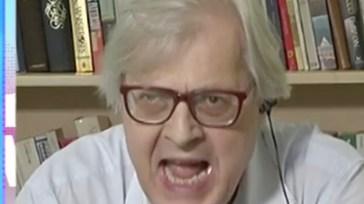 """""""Imbecille, cog***e"""". Vittorio Sgarbi, furia e rissa in tv sull'argomento 'scottante'"""