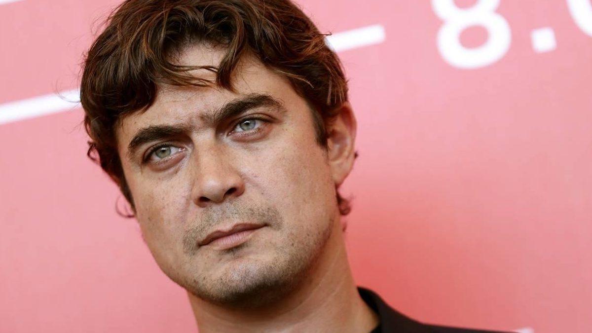 """Riccardo Scamarcio """"pazzo di Benedetta Porcaroli"""": il gesto che toglie ogni dubbio"""