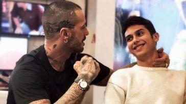 """""""Carlos è stato male, è finito in una clinica"""". Fabrizio Corona, un periodo difficilissimo per il figlio"""