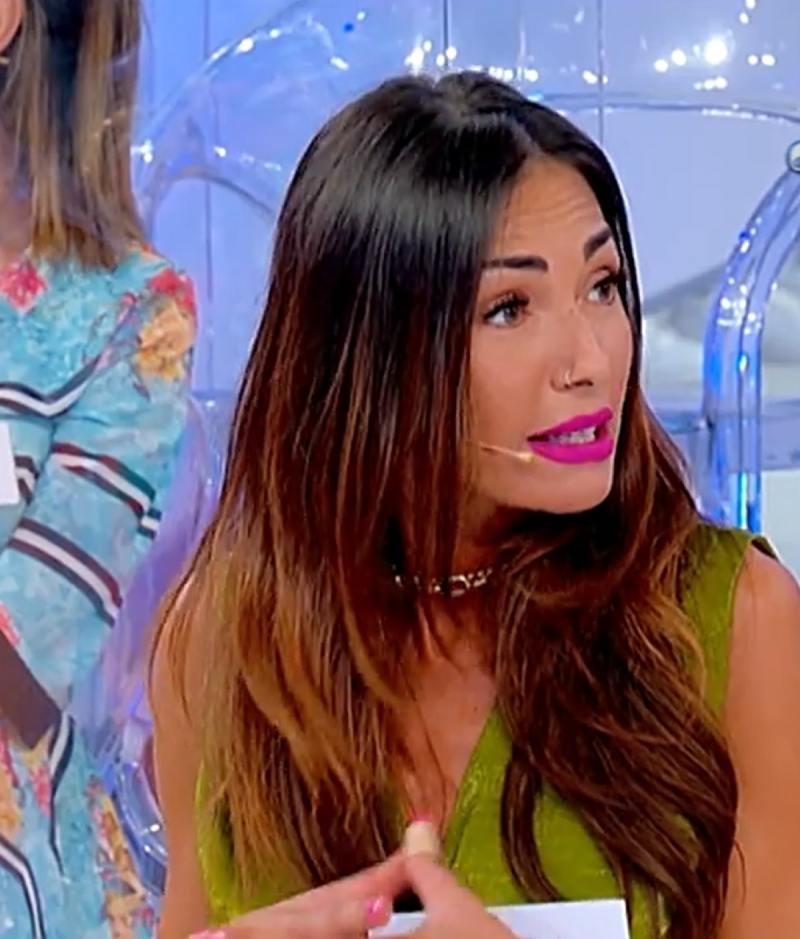 Ida Platano UeD Attack Tina Cipollari Leaves Studio