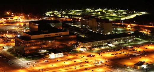 Das NSA Hauptquartier bei Nacht – (Foto von Trevor Paglen - Eigenes Werk, CC0)