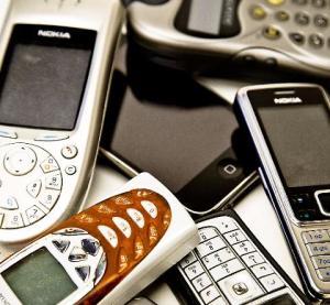 Avete un cellulare vecchio di 10 anni? Buttate lo smartphone: parla l'esperto