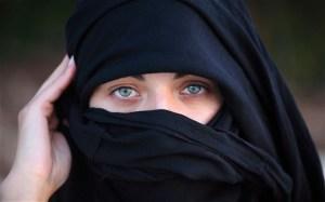 """L'avvertimento della leghista marocchina: """"Vi spiego perché le vostre figlie avranno il velo"""""""