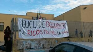 """Cagliari. Studenti occupano liceo Euclide: """"La nostra scuola fa acqua da tutte le parti"""""""